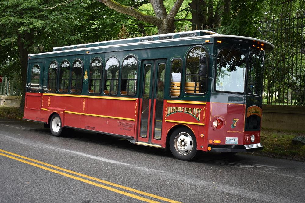 Ônibus gratuito que sai do centro de Newport para visitar as Mansões