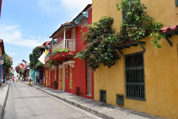 Cidade Amuralhada em Cartagena, estilo colonial e cores vivas