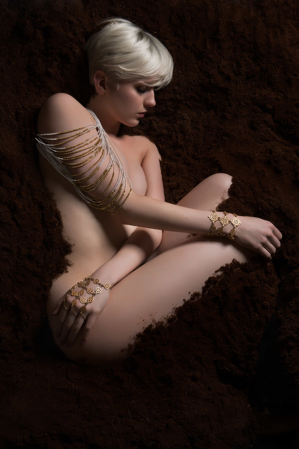 Kuoh Photography - Buried Treasure Beauty Concept - shoulder view