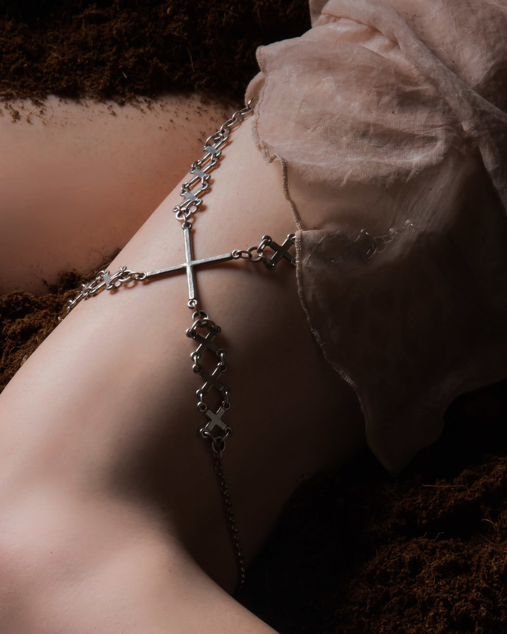 Kuoh Photography - Buried Treasure Beauty Concept - Leg