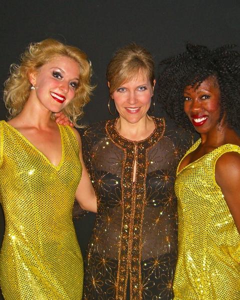 Lini_Evans_&_her_Dynamite_Dancers.jpg