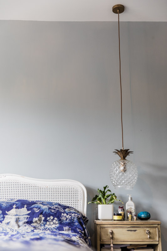 Pineapple glass lampshade for bedside light