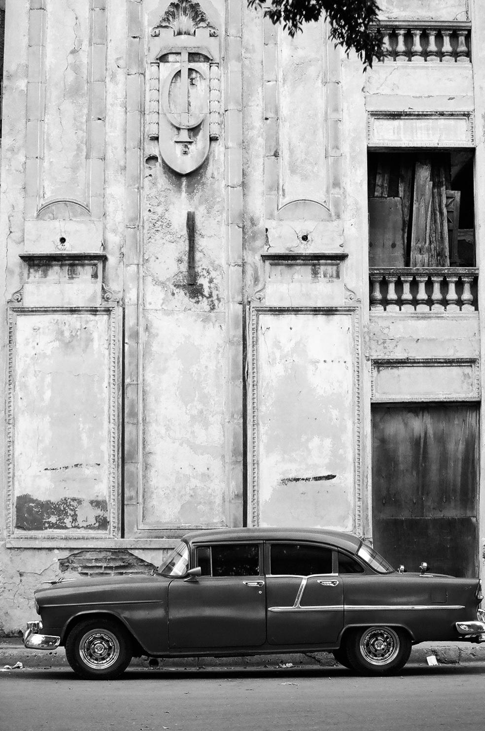 Old car on Havana Street
