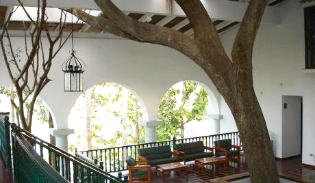 The lobby of La Moka. Image credit here.