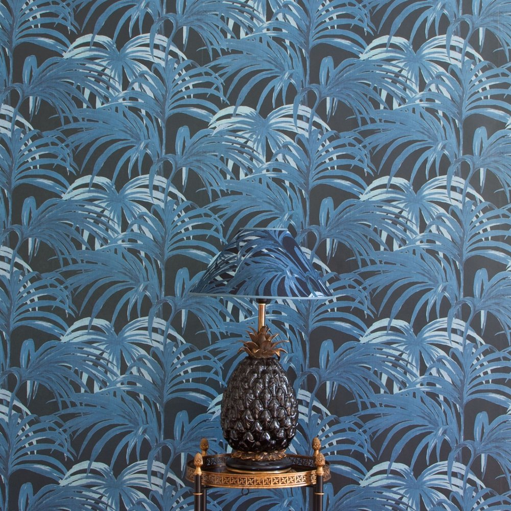 palmeral-luxury-wallpaper---midnight-azure-_-lamps.jpg