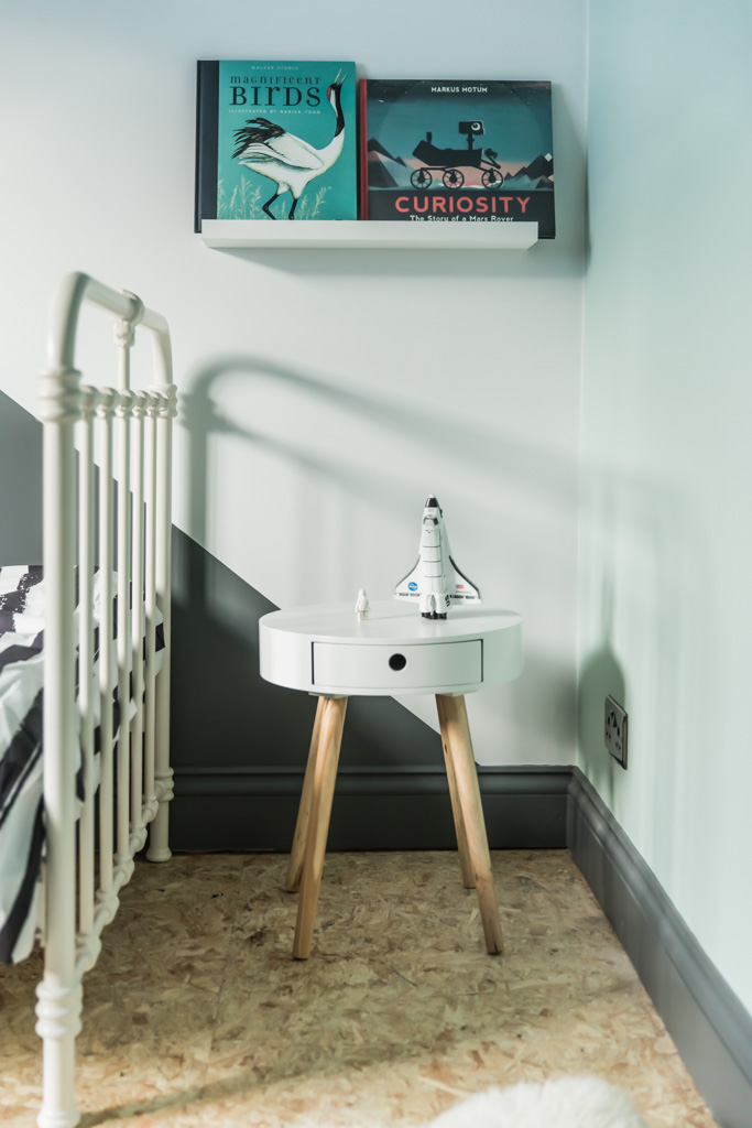 Monochrome Mint Kids Bedroom - dark grey skirting boards