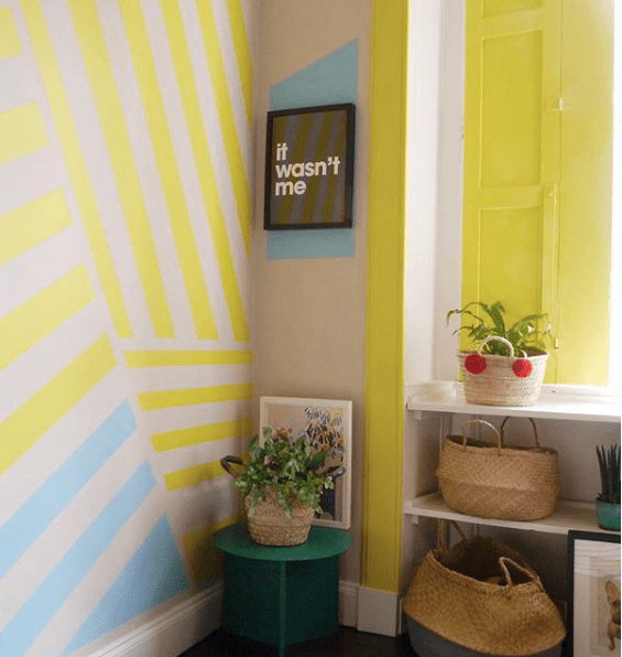 liznylon_paints_window_frame_yellow-e1536597439425.png