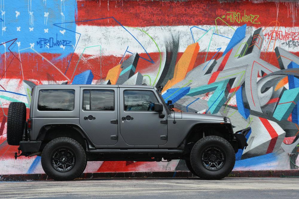 metrowrapz_product_gallery_grey_jeep_wrangler.jpg