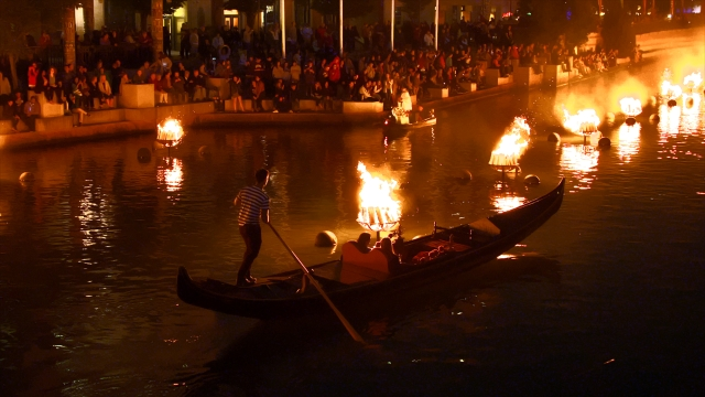 gondola waterfire.jpg