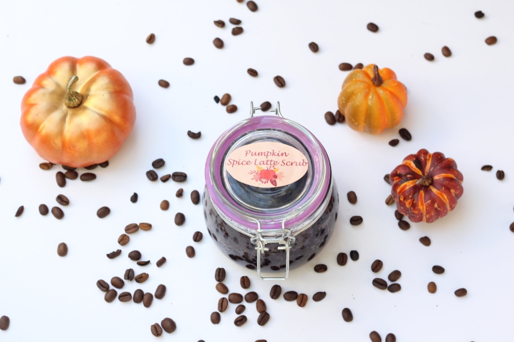 The perfect fall treat- this coffee and brown sugar pumpkin spice body scrub is an easy DIY made with natural ingredients and essential oils. Bonus free printable labels and video tutorial!