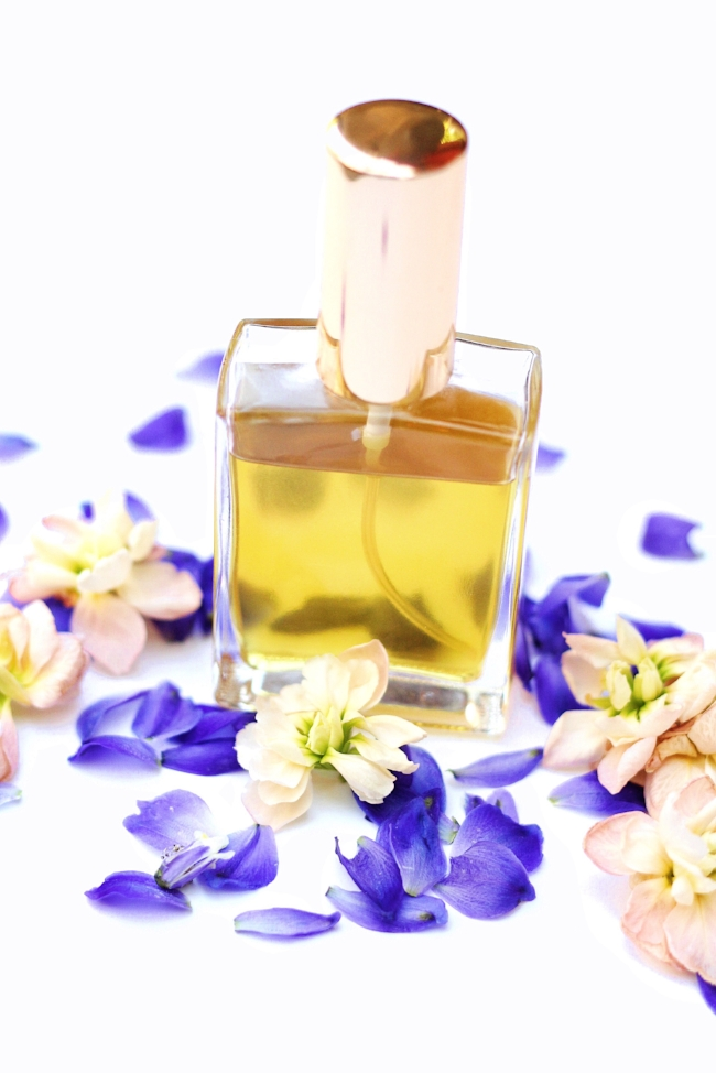 A DIY Vetiver based perfume recipe that's easy to follow. Bonus tips on how to make homemade perfume last longer and free printable labels!