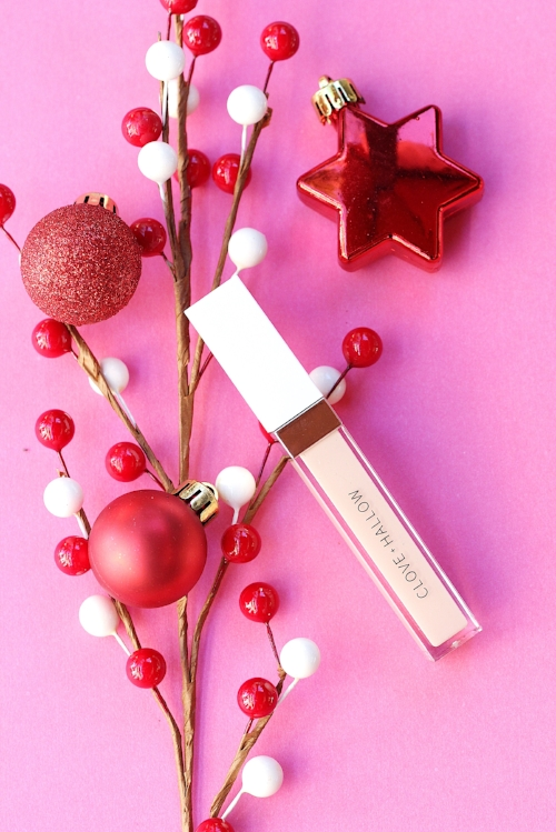 25 of the best clean beauty skincare and makeup products to shop for this holiday season! Lots of organic, vegan and cruelty free choices to make shopping non toxic so simple!