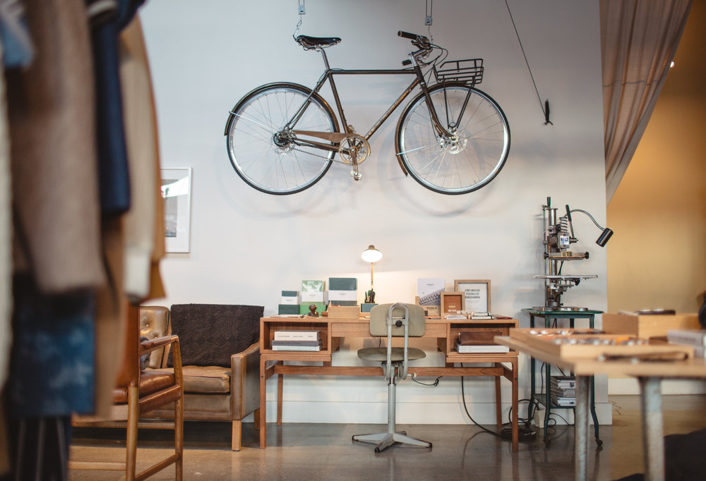 Worked in collaboration with Shinola's Creative Director Daniel Caudill to develop store layout, decor, product assortment, and fixture choices (furniture, art and lighting). Assisted in store build out, fixture placement and overall visual installation. Sourced materials and built merchandising tables.