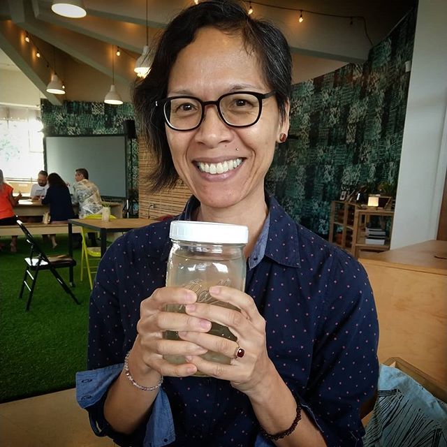 Excited new parent @maianabeloved is taking home her tibicos babies to make water kefir at home! . . . #waterkefir #waterkefirgrains #tibicos #sharingeconomy