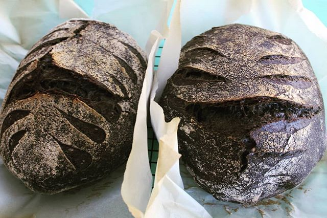 Black is beautiful ❤️ Activated charcoal sourdough loaf. . . . #sourdough #artisanbread #wildyeast #naturallyleavened #breadbosses #realbread #baking #charcoal #crumbshot