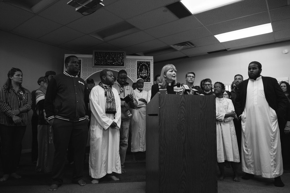 Reverend Patty Willis delivers an impassioned speech in support of all Muslims endangered by discrimination.