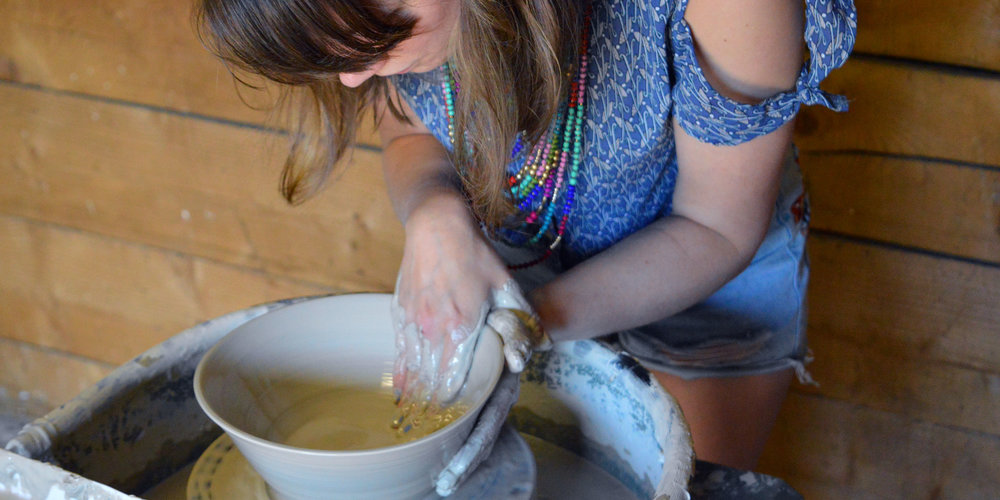 discover-deal-yatsar-pottery-emily-ward-header.jpg
