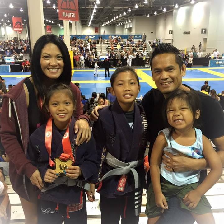 The Anda Family: Leslie, Derryck and their children, (L to R) Joselyn, Kylie, and Xandyr.