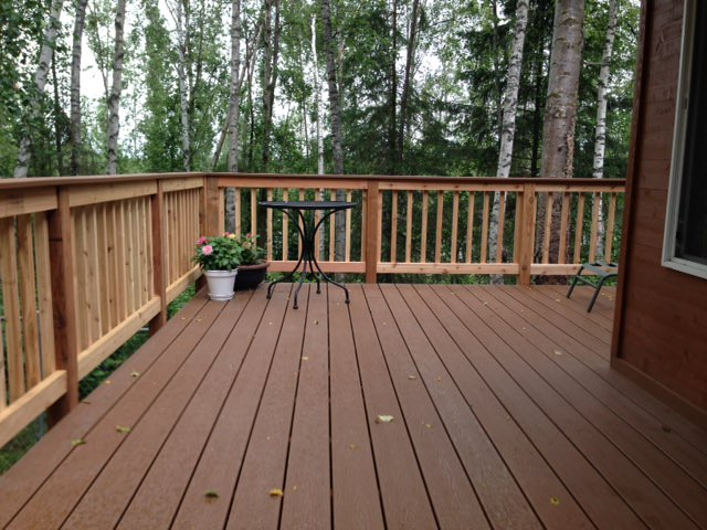 Trex_Cedar_Railing_Treehouse_Brown.JPG