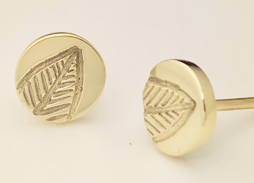 9ct yellow gold stud 'leaf' polished