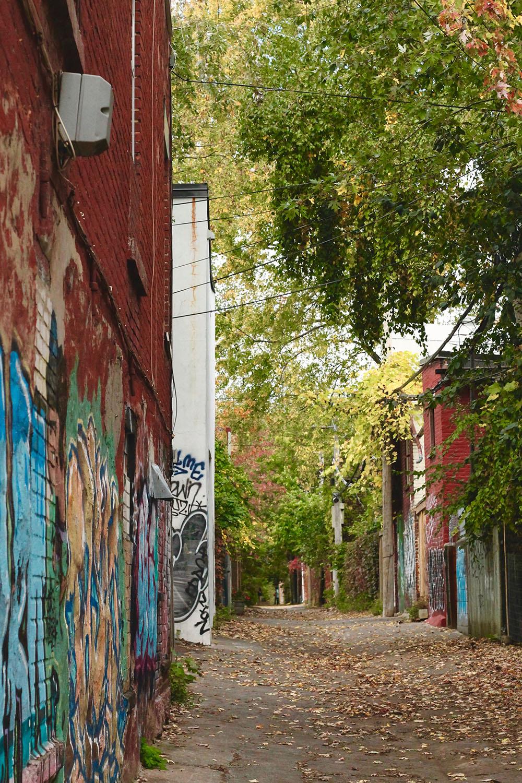 IMG_8782-Montreal-street-photography-via-5thfloorwalkup.com-by-Melina-Peterson.jpg