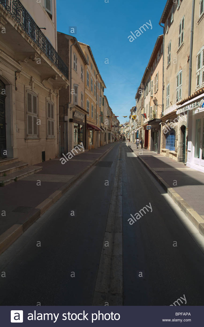 city-street-at-mid-day-in-the-village-of-st-tropez-france-BPFAPA.jpg