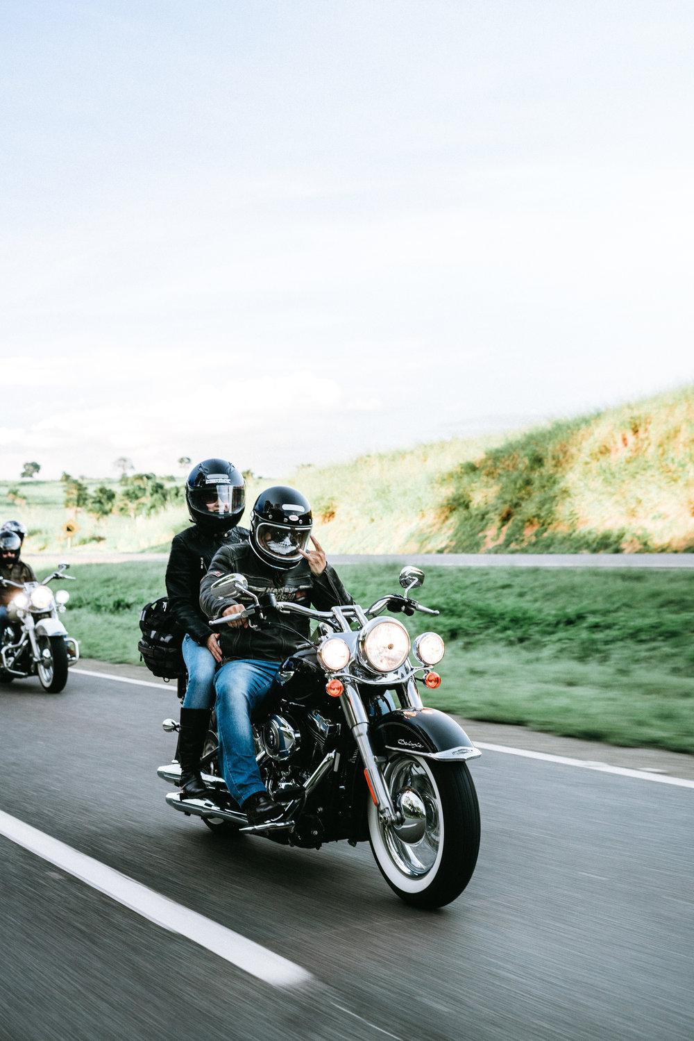 Ensaio Casal na estrada Harley Davidson Brasil - Goiania