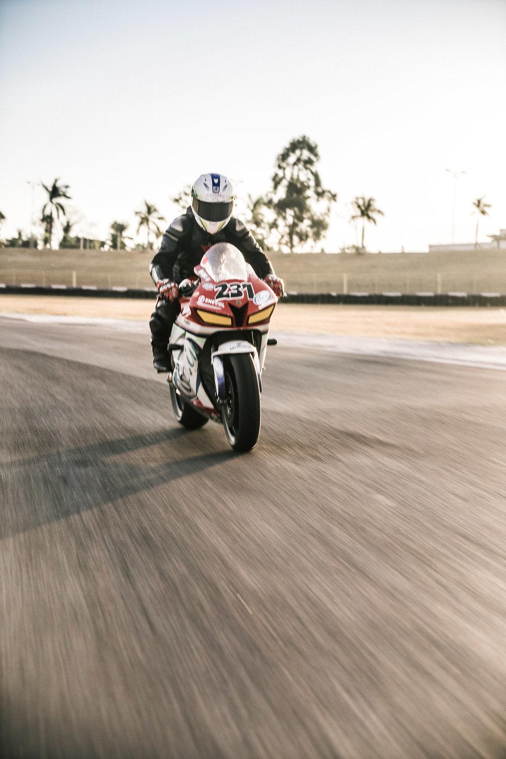 Ensaio moto Velocidade Autódromo Goiania