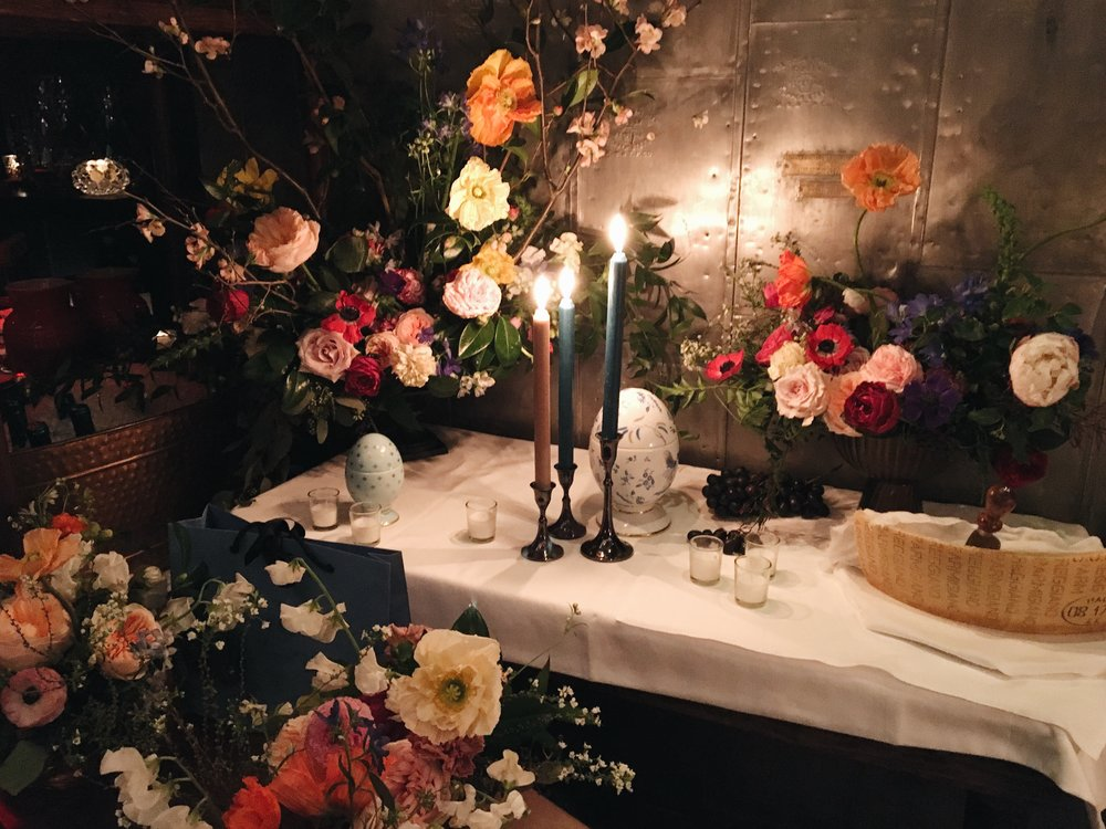 Banquete en Carbone. La selección de flores fue inspirada en una comilona italiana en donde las Amapolas fueron las estrellas del show.