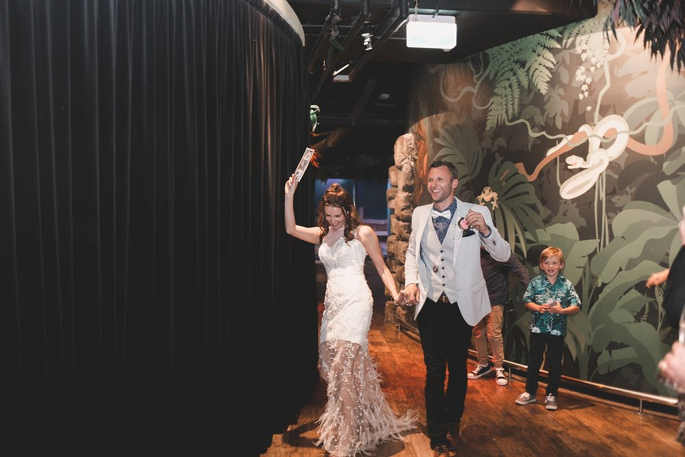 Lecinda Ward, Melbourne Wedding Photographer, Melbourne Aquarium_0279.jpg