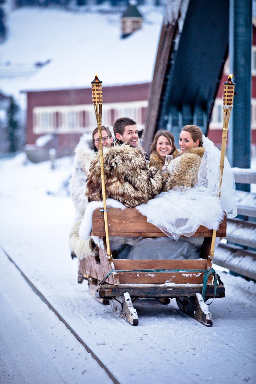 Vinterbryllup med Kanefart