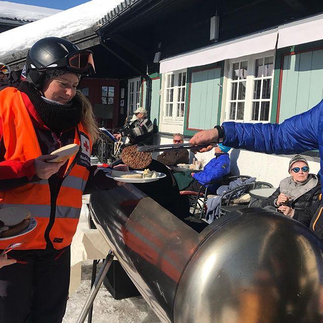 Uten mat og drikke, duger heltene ikke - Ove Rosenlund i Høre og Vestre Slidre Røde Kors Hjelpekorps er lage for å rykke ut til de som trenger hjelp i påskefjellet på Vaset! Vakttelefon: 953 65 757