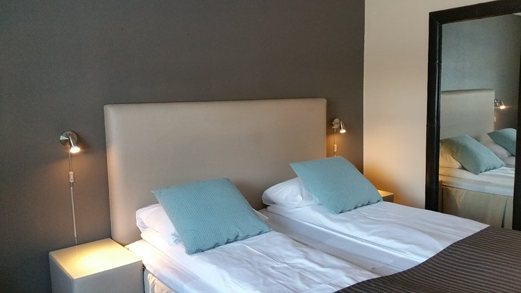 Våre Hotellrom - Vi har enkeltrom, dobbeltrom og suite i fjellstua. Rommene er nyoppussede, og ingen er like.