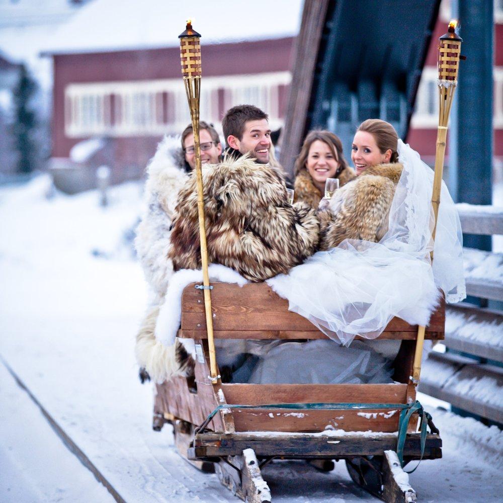 Fjellbryllup Gomobu - Skal dere gifte dere? Fjellbryllup på Gomobu skaper en romantisk og moderne ramme i tradisjonsrike omgivelser. Vi har lang erfaring og besvarer alle spørsmål.