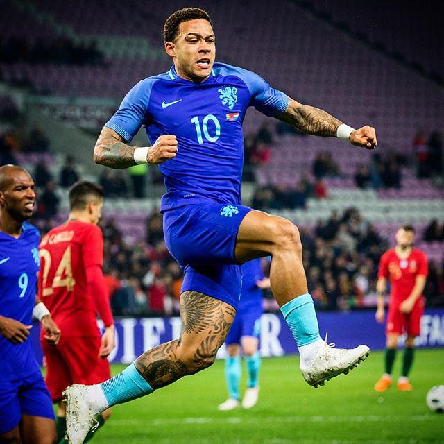 3-0 maar liefst 😱😱#portugal #nederland #porned #memphis #depay #memphisdepay #celebrates #football #soccer #sportsphotography #sportfotografie