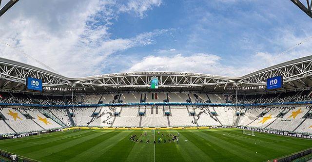 Training zit er op. Morgen de wedstrijd #itaned . // #italy #azzuri #football #sportsphotography #allianzstadium #juventus #juventusstadium #torino #turin #oranje #onsoranje #knvb #nederlandselftal