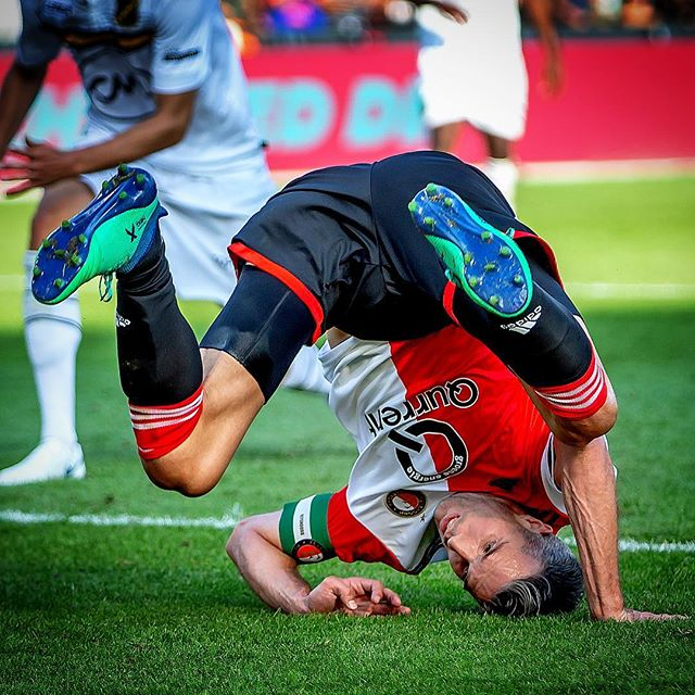 @robinvanpersie was er ondersteboven van. #feyenoord #rotterdam #feynac #nac #eredivisie #sportfotografie #sportsphotography