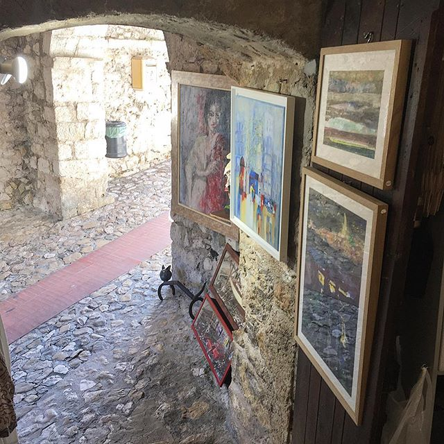 Cave art 🎨 . . . . #artlover #paintings #ezevillage #cave #travelbug #wanderlust #mytinyatlas  #travelgram #travelphotography #instatravel #passionpassport #igtravel #traveldiaries #traveladdict #luxuryworldtraveler  #tasteintravel #passionpassport #thehappynow #travelissexy #bestintravel #beautifuldestinations #welltravelled #cntraveler #igrecommend #frenchriviera #cotedazur #southoffrance #hello_worldpics #forbestravelguide