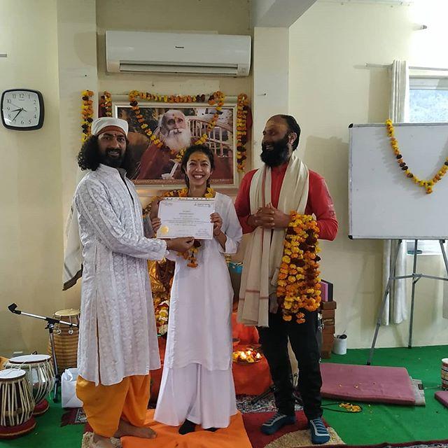 Graduation day ❤️ 卒業式 Graduación . . . #200hourytt #yogateachertraining #rishikeshyoga #yogacapital #indiayoga