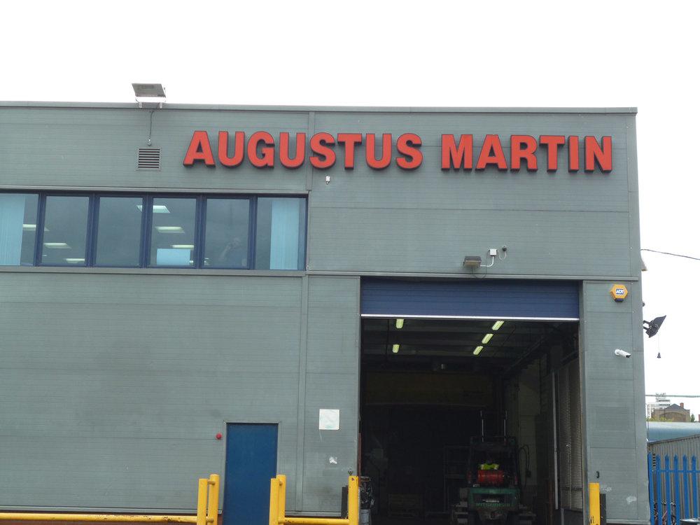 El almacén de Augustus Martín, Londres.