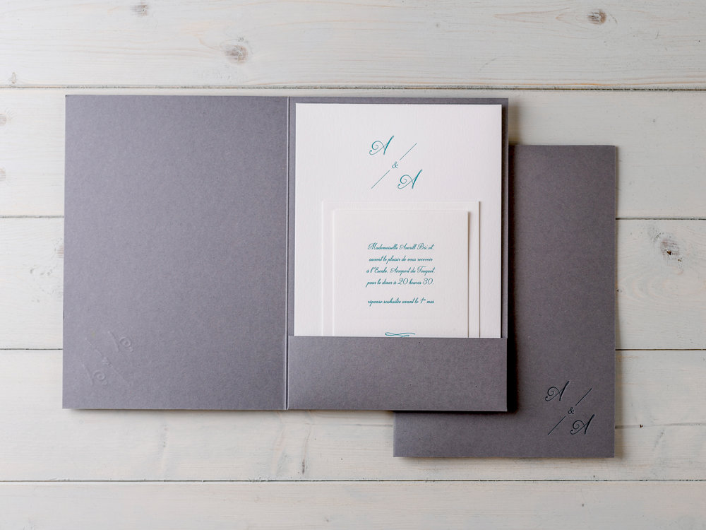 A chic Script pocketfold design for an elegant french celebration