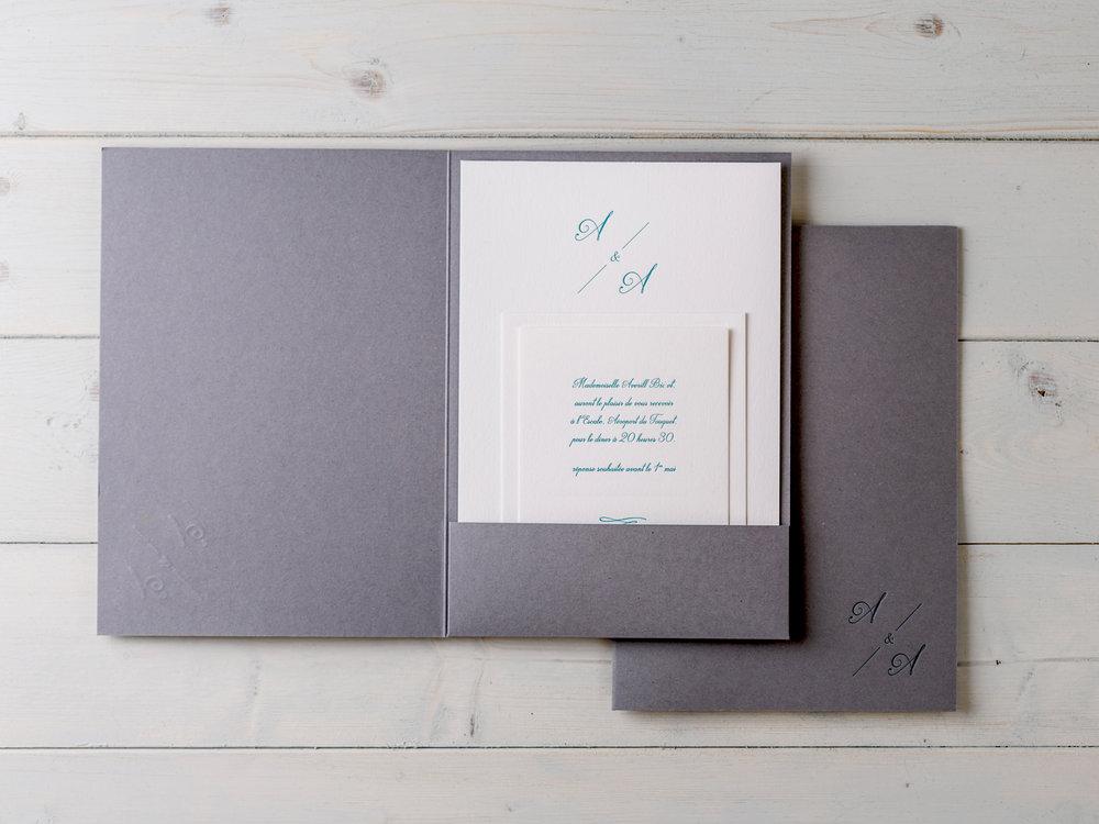 A chic Script pocketfold design for an elegant french celebration