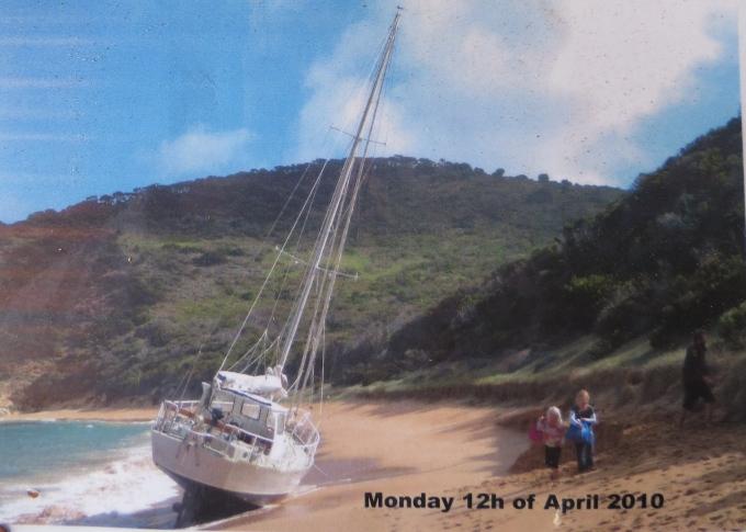 erith island shipwreck 2010
