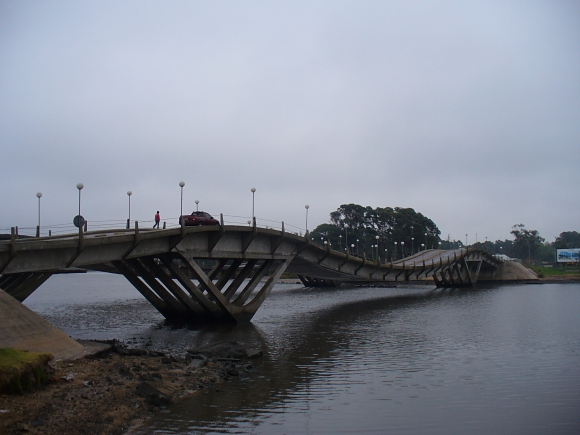 undulating bridge