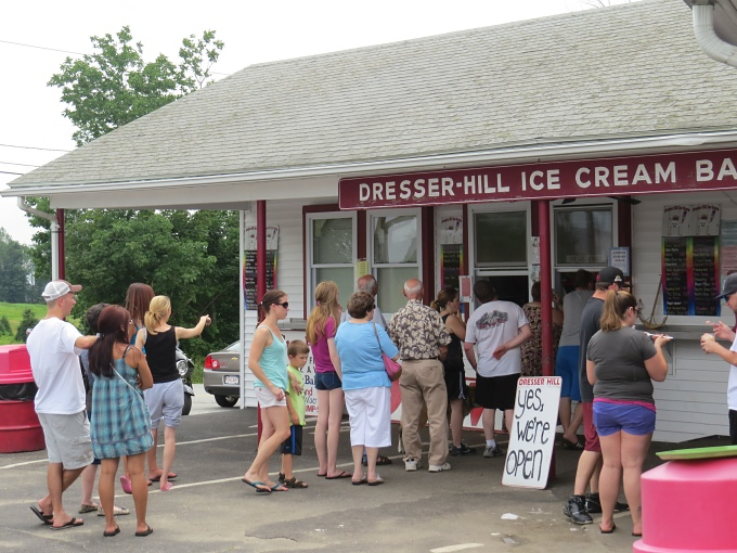 lines at dresser hill ice cream bar