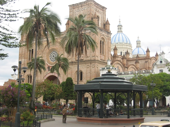 immacculate conception cathedral and parque calderon in cuenca ecuador