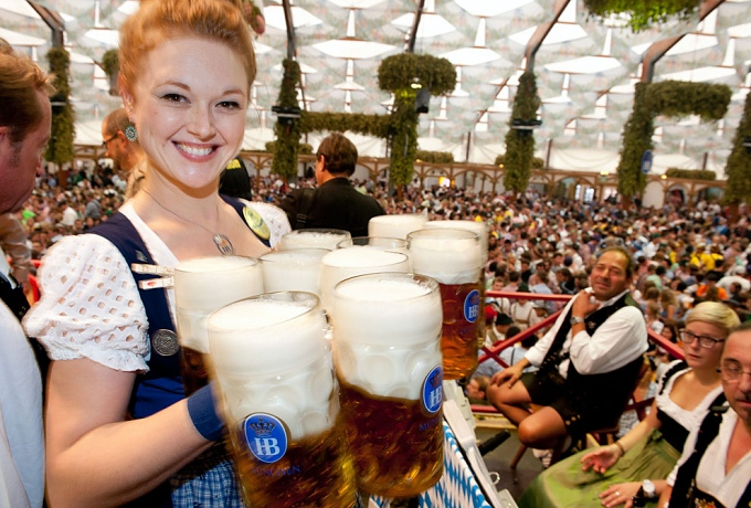 serving beer at oktoberfest