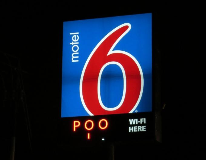 motel 6 poo