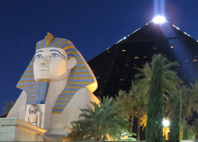 luxor sky beam and sphynx