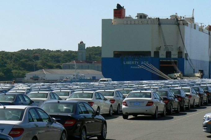 car carrier loading mercedes